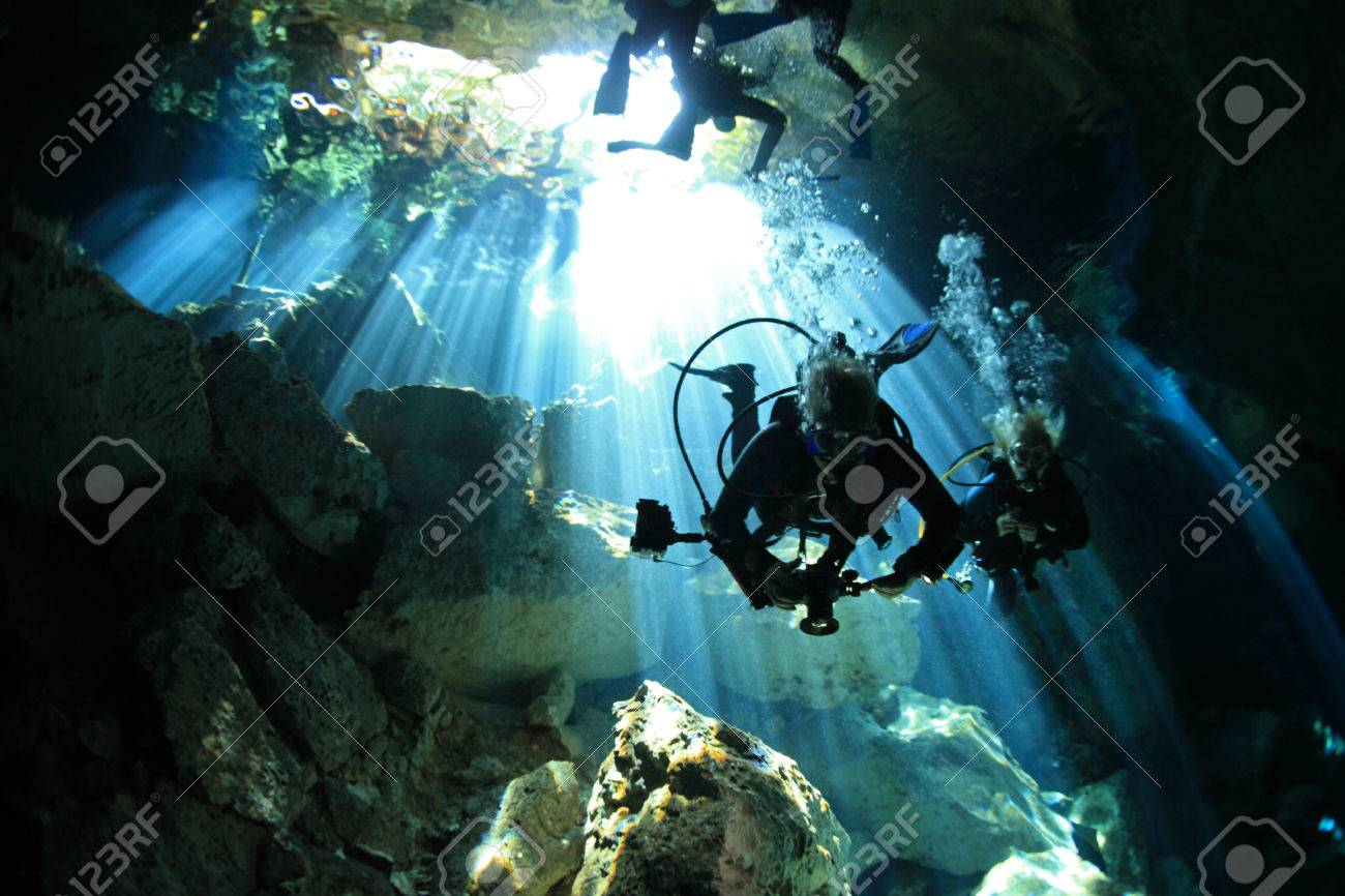 Entrance of cenote underwater cave - 29128530
