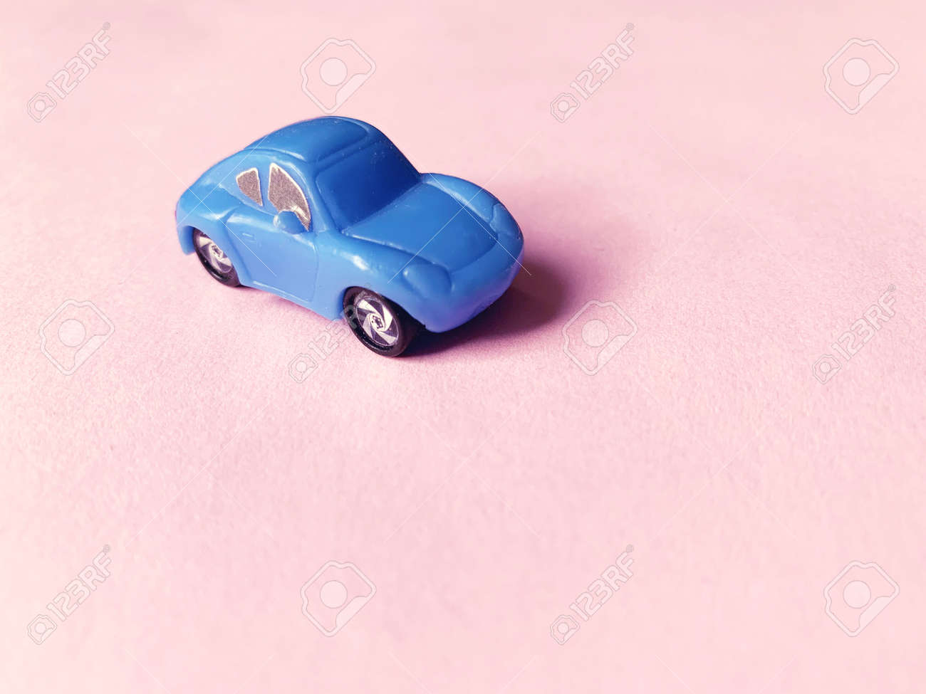 blue toy car on pink paper background - 169603107