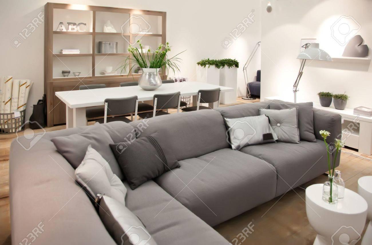 Wohnzimmer Im Zeitgenössischen Stil Lizenzfreie Fotos, Bilder Und ...