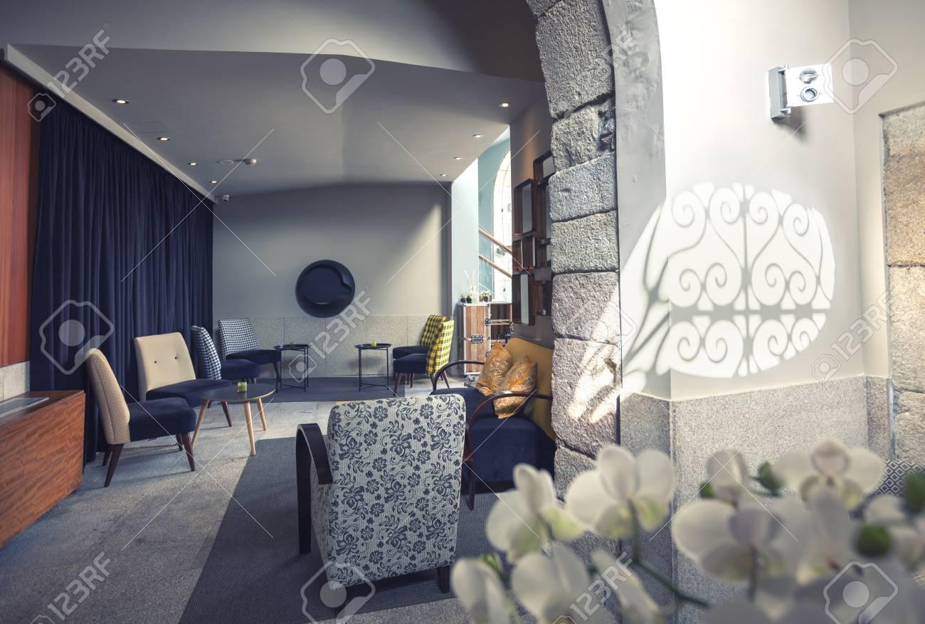 Klassisches Interieur Der Lounge Im Portugiesischen Hotel ...