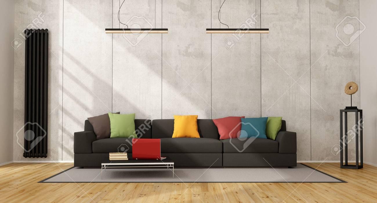 Canapé noir avec coussin coloré dans une