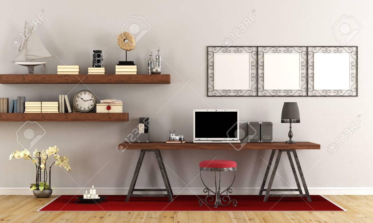 Bureau à domicile vintage avec ordinateur portable contemporain sur