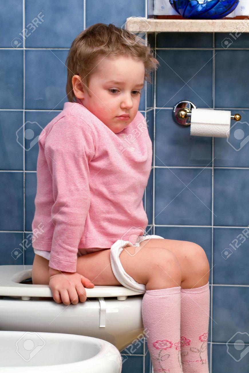 Фото девочек в туалете 6 фотография
