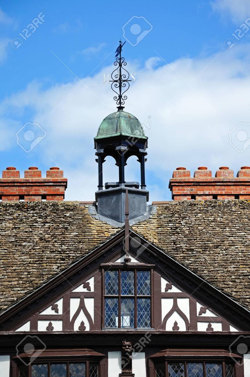 Espadaña En La Parte Superior De La Madera Enmarcada Grange Court ...