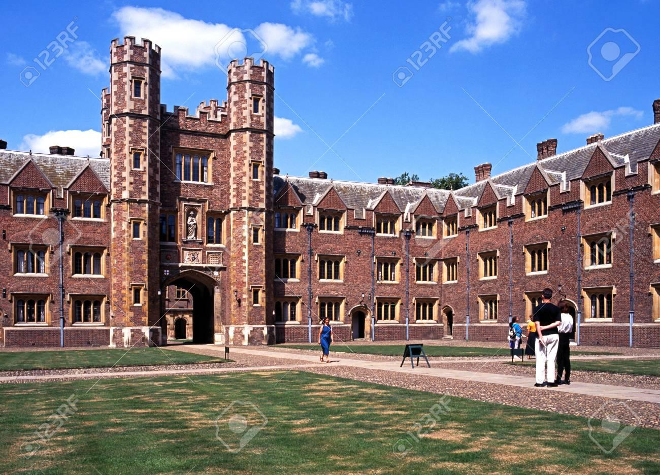 セント ジョンズ大学大門と中庭、ケンブリッジ;ケンブリッジ、イギリス ...