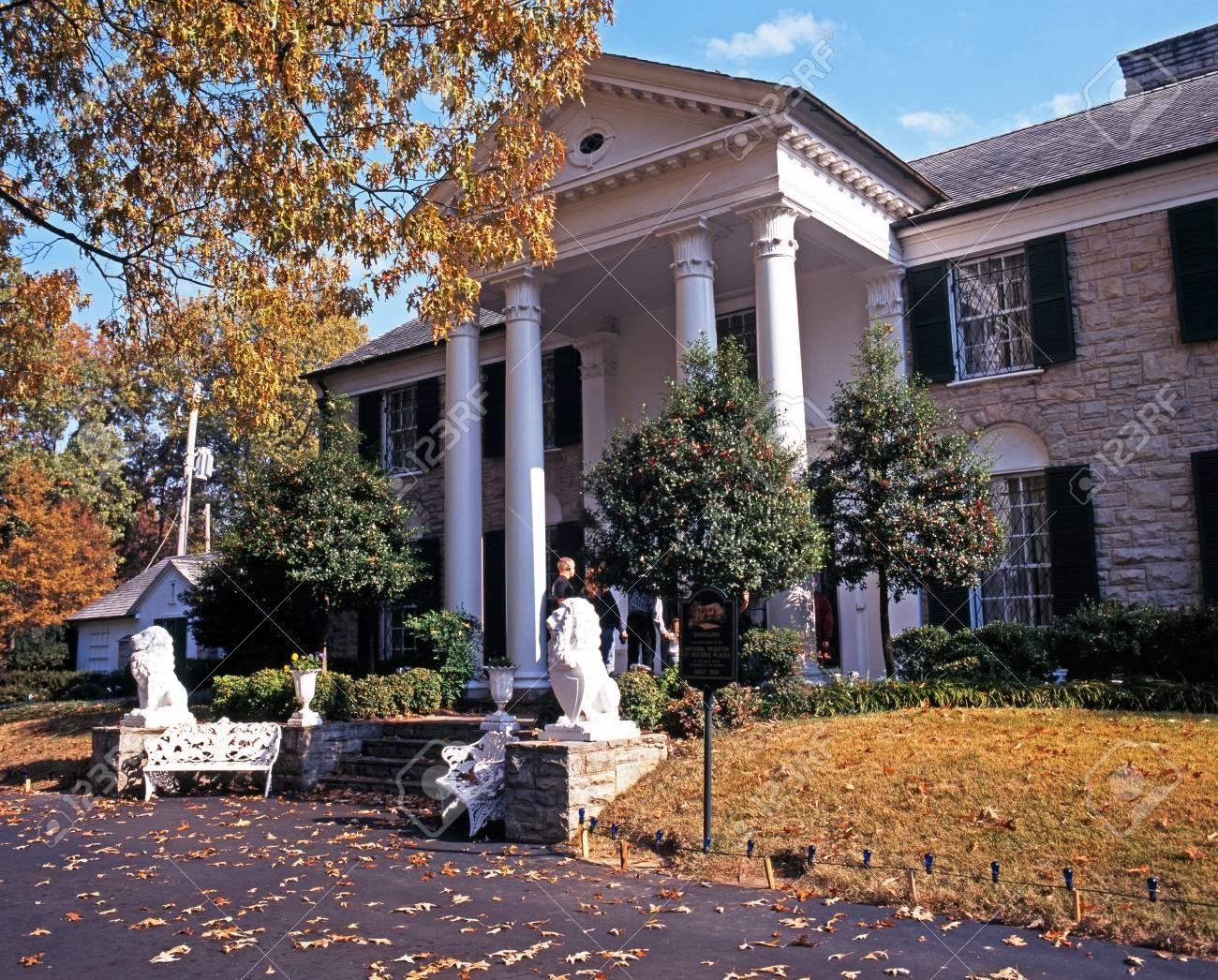 Home of Elvis Presley Tennessee Postcard Memphis Graceland Garden /& Trees