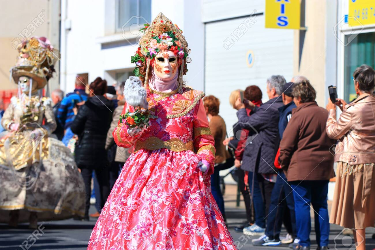woman with a Venetian mask at the carnival of Limoux in the Aude - 143985313