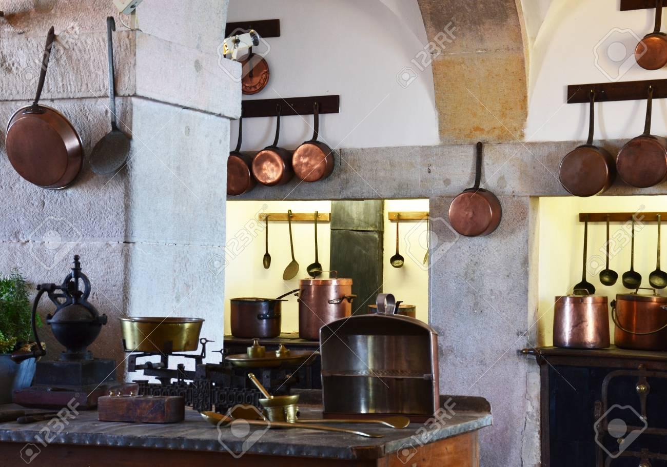 Küche Kupfer Utensil   Königliche Küche Im National Palace Of Sintra,  Portugal Standard Bild
