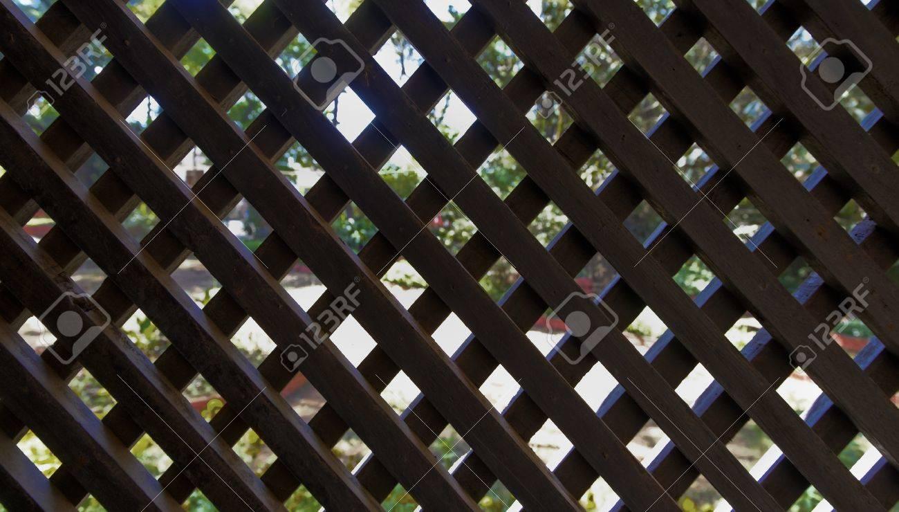 Paysage De L\'homme Noir Fait écran Treillis De Bois Hors De Jardin ...