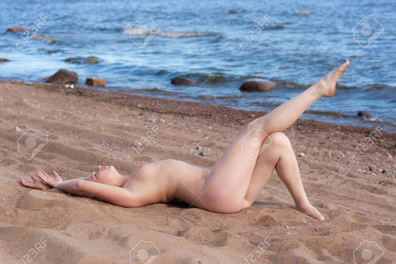 Odd Adult Nude Women In The Sea
