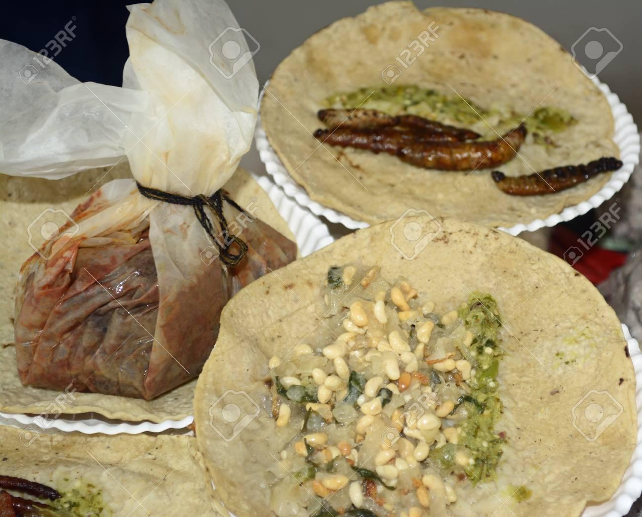 Gebratene Insekten- Und Wurm-Tacos Aus Mexikanischer Küche: Tacos ...