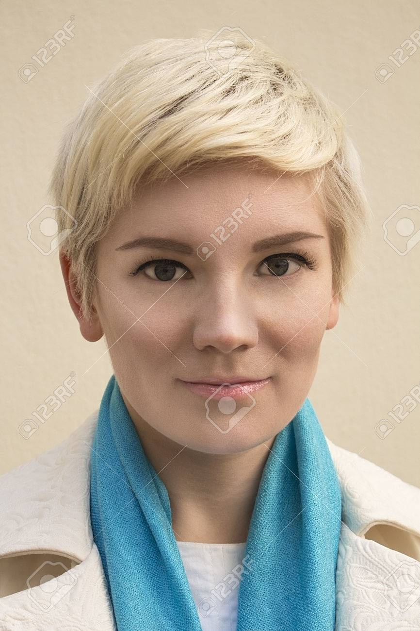Гордая блондинка ню фото 0 фотография