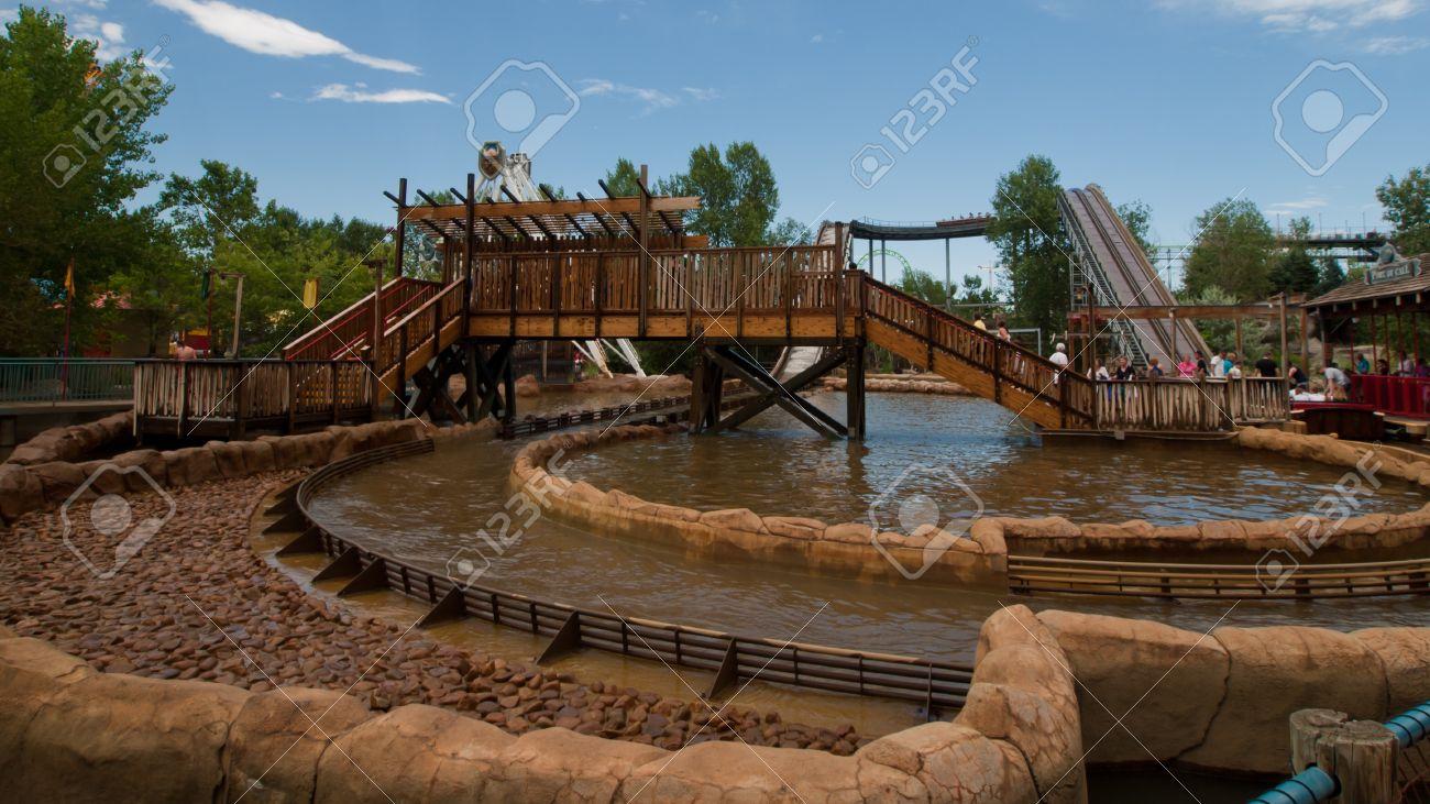 Agua Divertido Paseo En El Parque Temático Elitch Gardens En Denver ...