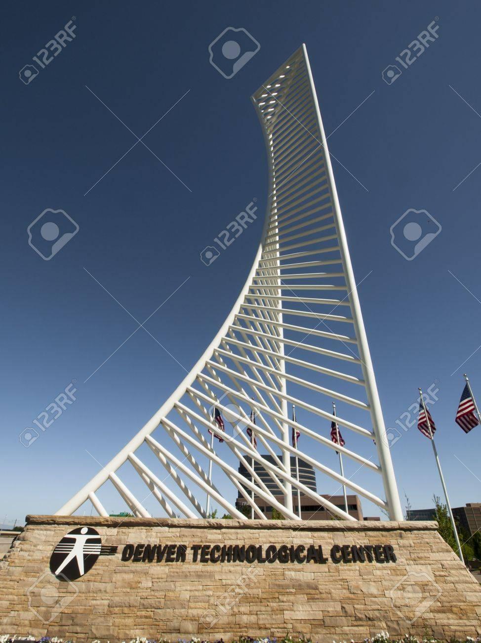El Denver Tech Center Está Simbolizado Por El Monumento A La ...