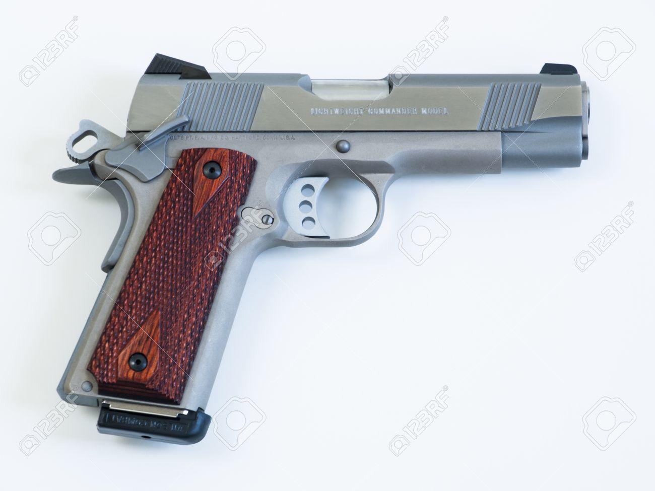Colt 1911 Commander Ist Ein Single-Action, Halbautomatische, Magazin ...