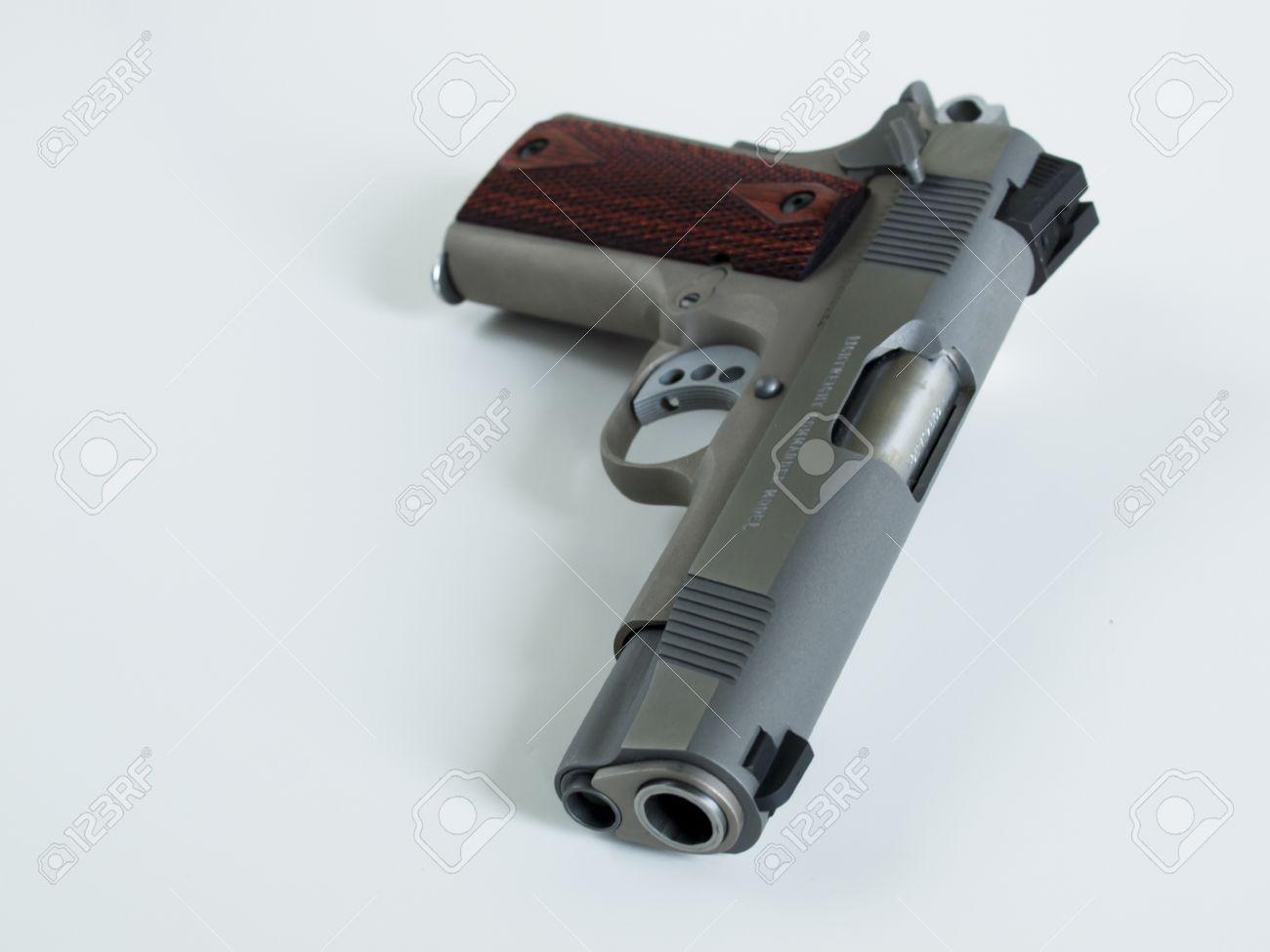 Colt 1911 Commander Ist Ein Single-Action, Halbautomatisch, Magazin ...