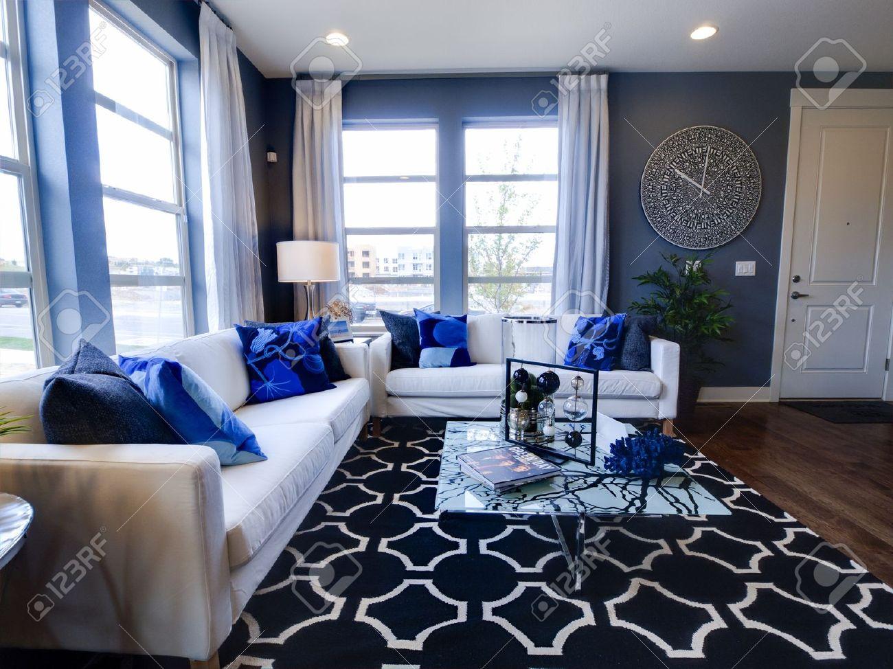 soggiorno moderno con divano e tavolo da caffè. foto royalty free ... - Soggiorno Moderno