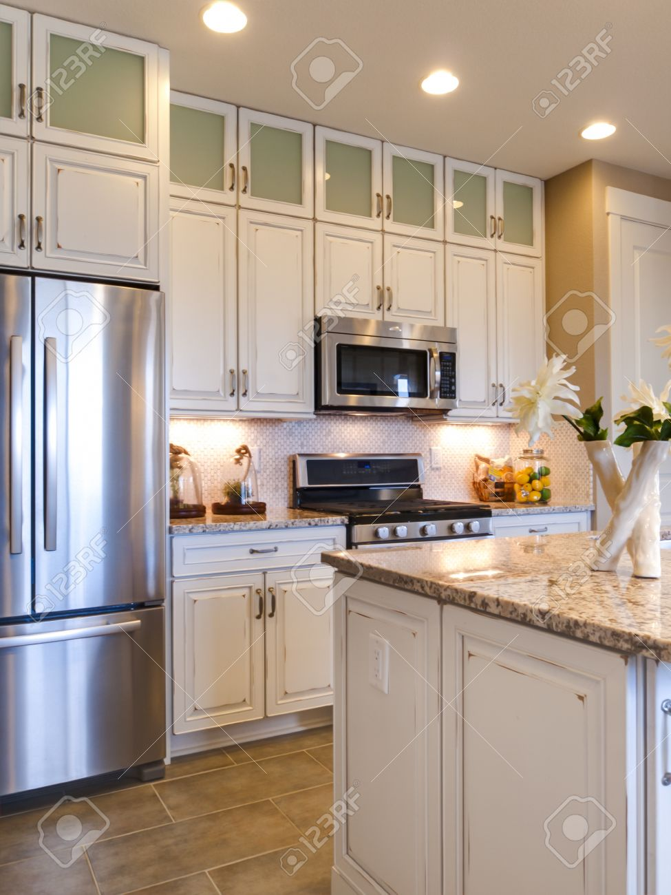 Modern Kitchen With White Cabinets And Stainless Appliances. Banco De  Imagens   15079413