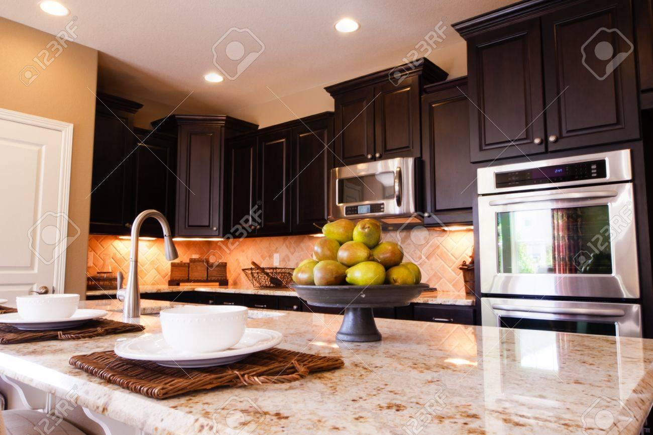 Favoloso Pavimento Marrone Colore Pareti. Beautiful Un Architetto In Cucina  WU84
