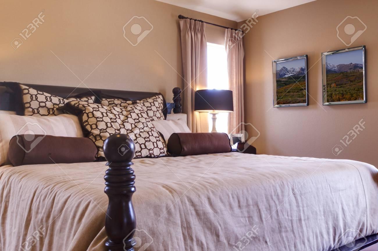 Banque Du0027images   Chambre à Coucher Principale Moderne Avec Lit King Size.
