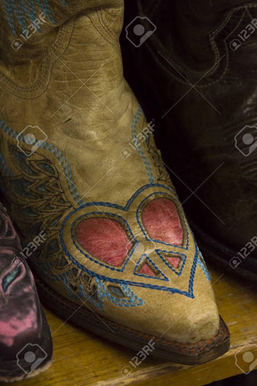 detailed pictures big discount half off Bottes de cowboy sur représenterez dans le magasin.