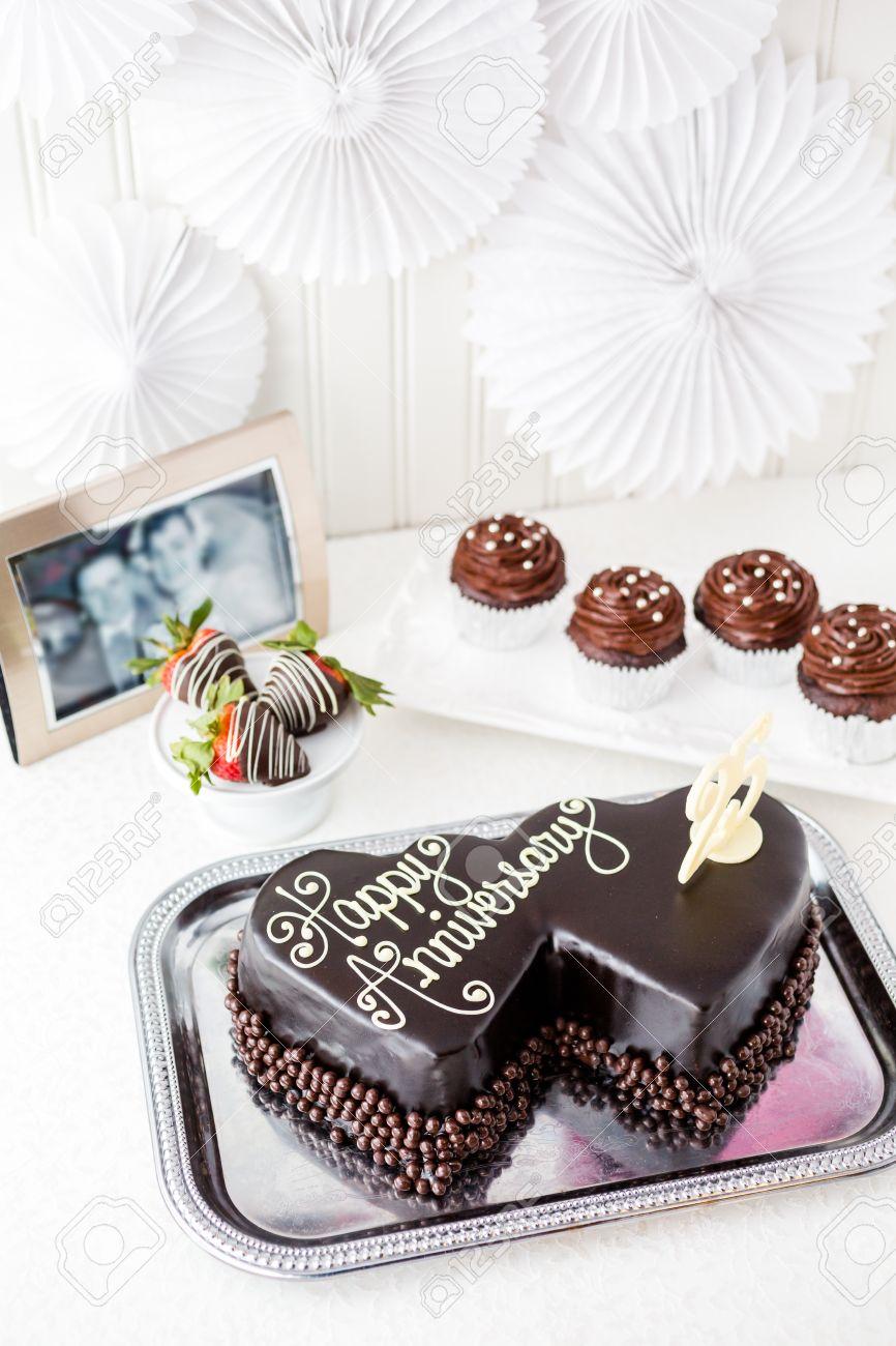 Celebration Anniversaire De Mariage Avec Forme De Coeur Gateau Au Chocolat