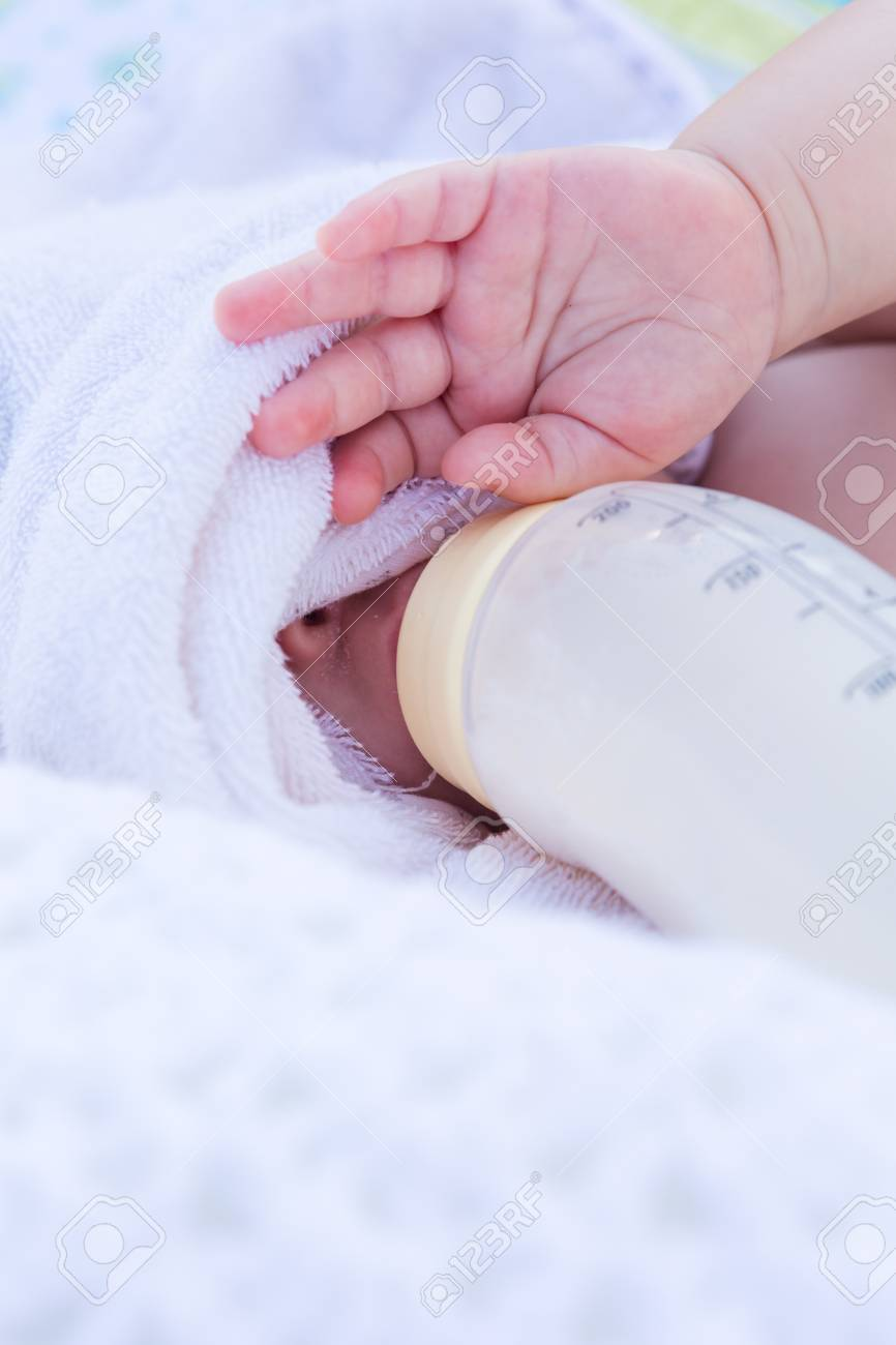 Cute baby girl resting in beach chair on the beach. Stock Photo - 30057205 & Cute Baby Girl Resting In Beach Chair On The Beach. Stock Photo ...