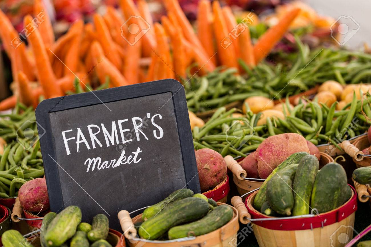 Fresh organic produce on sale at the local farmers market. Stock Photo - 30139362