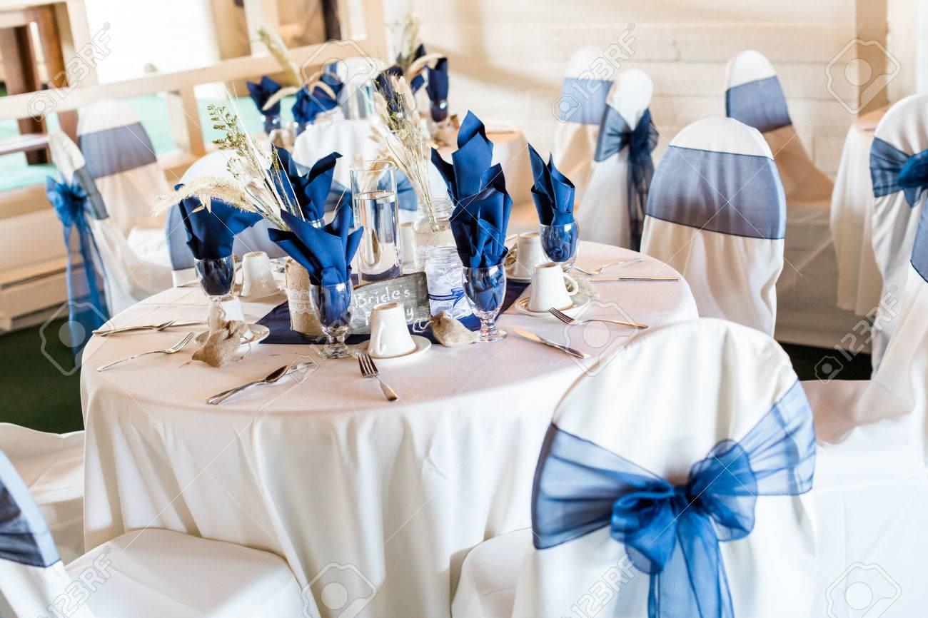 写真素材 , 宴会場は、白と青の結婚式の装飾されています。