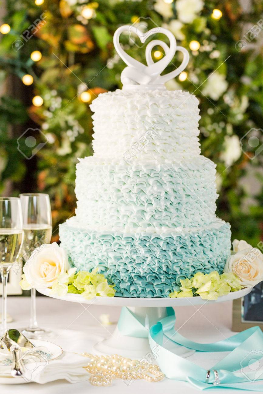 Gourmet tiered wedding cake as centerpiece at the wedding reception. - 32677916