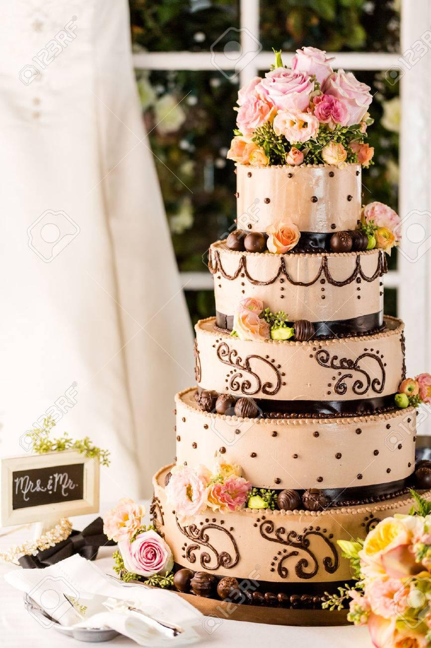 Banque d\u0027images , Gourmet étagé gâteau de mariage à la réception de mariage.