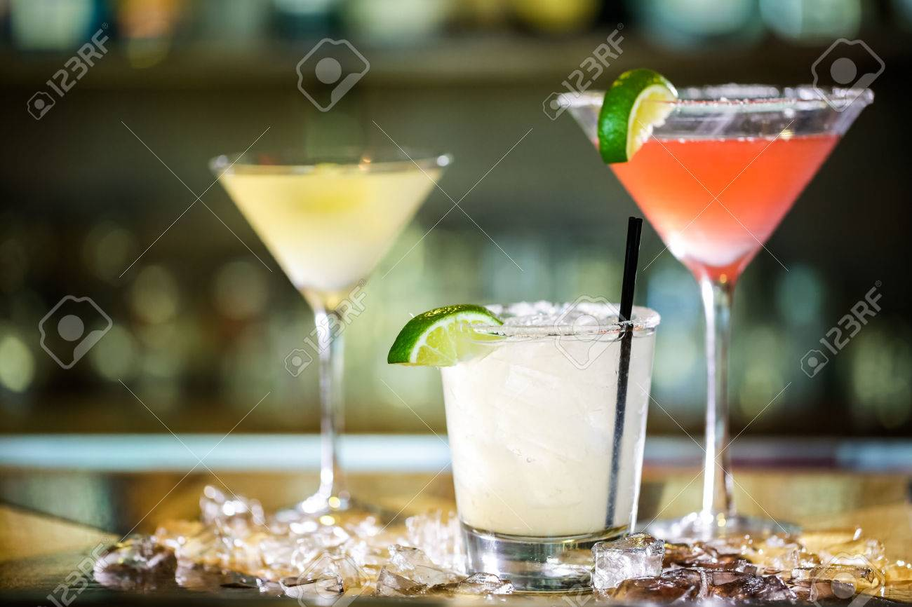 Variety of cocktails at the bar. Stock Photo - 40804024