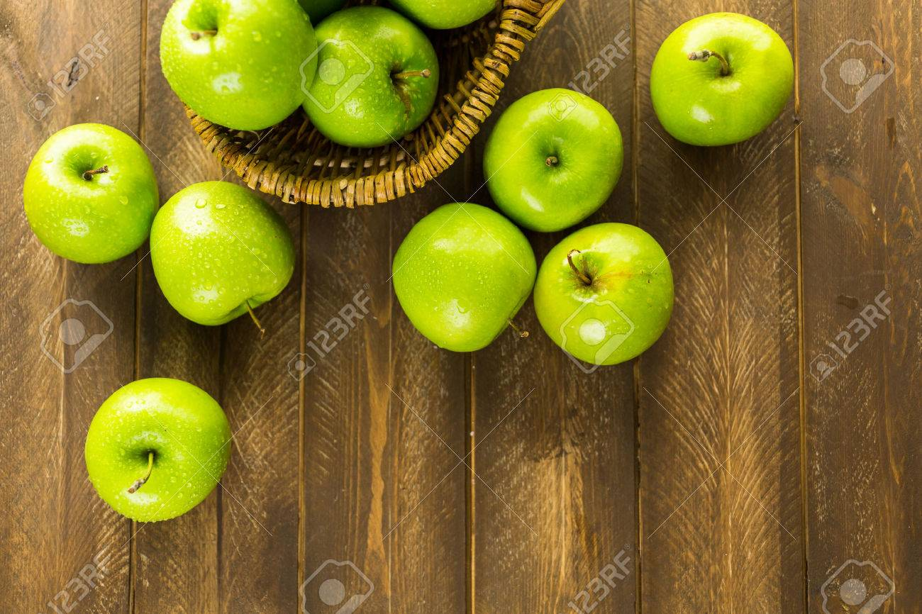 Organic Granny Smith apples on the table. Stock Photo - 45125252