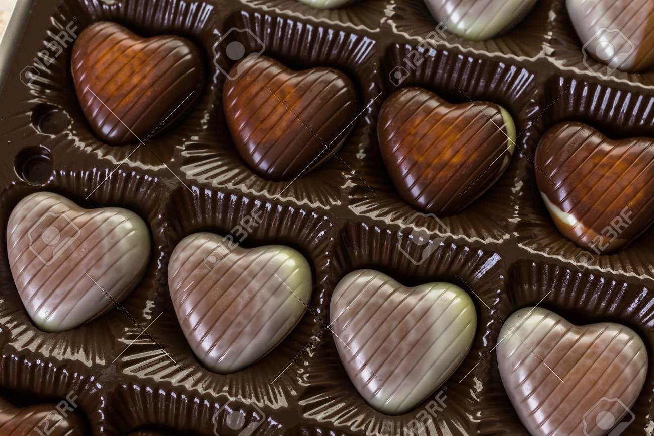 Square Box Mit Herzformigen Pralinen Zum Valentinstag Lizenzfreie