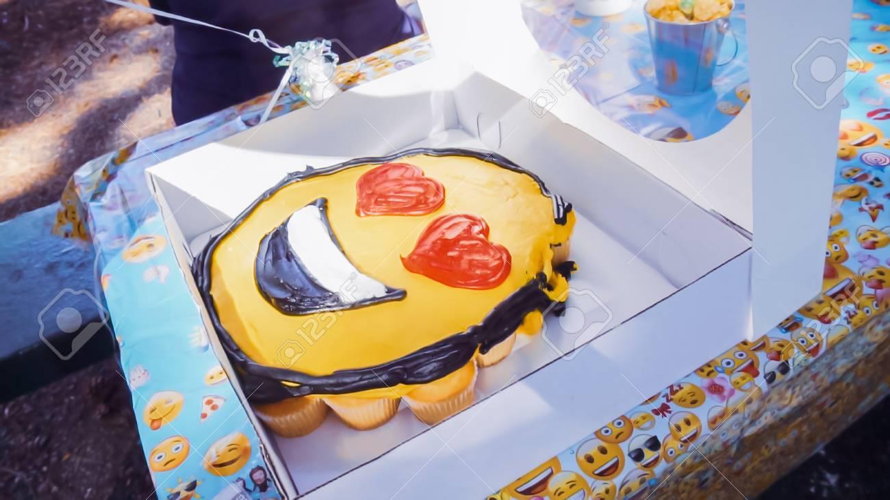 Emoji Birthday Cupcake Cake At The Little Boy Outdoor Party Standard Bild