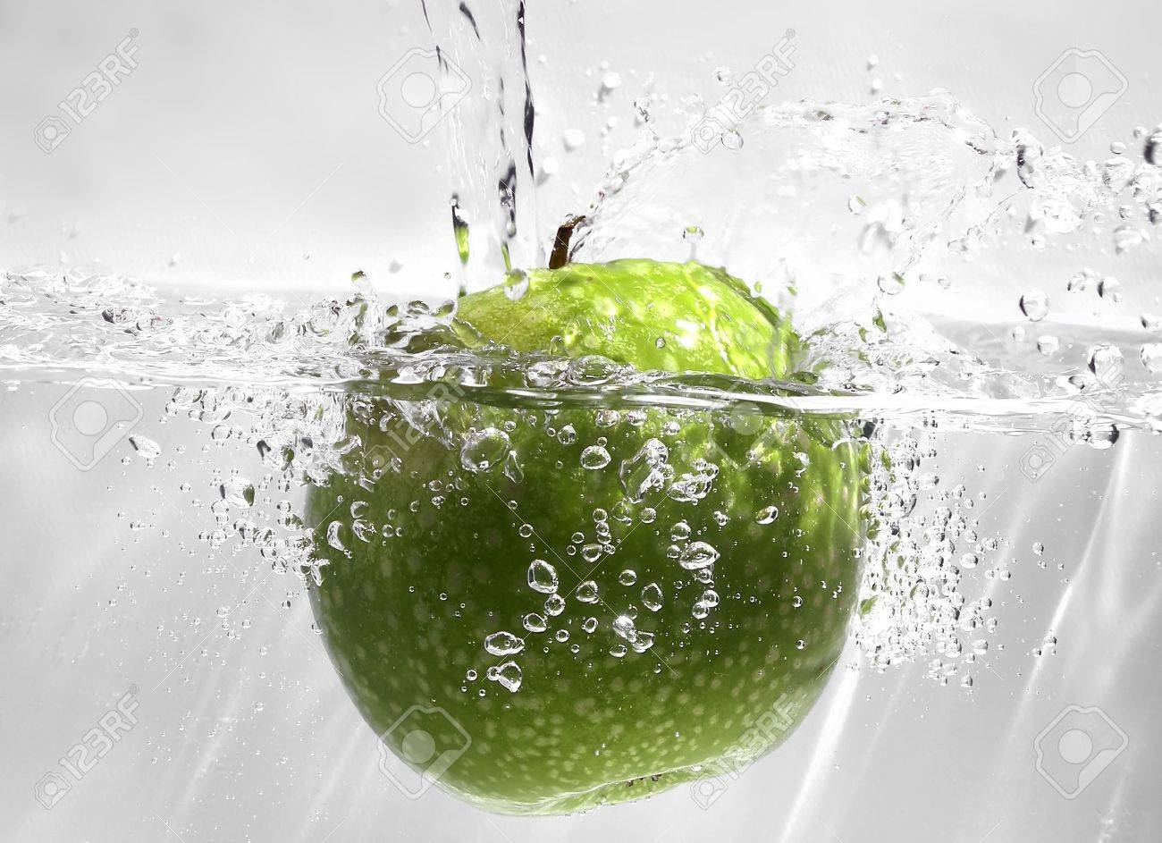 Fruits in water - 427027