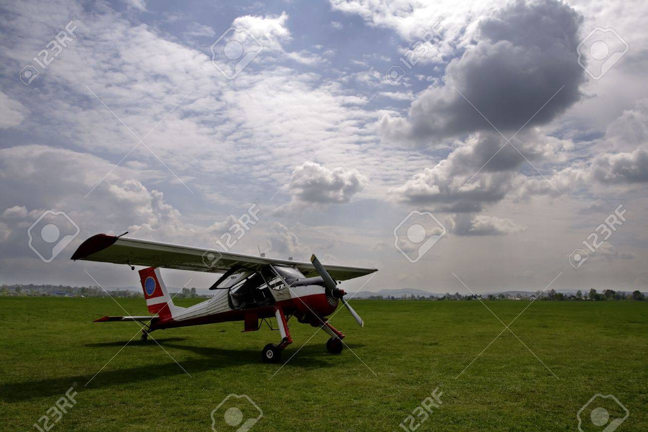 Aircraft and clouds - 443794
