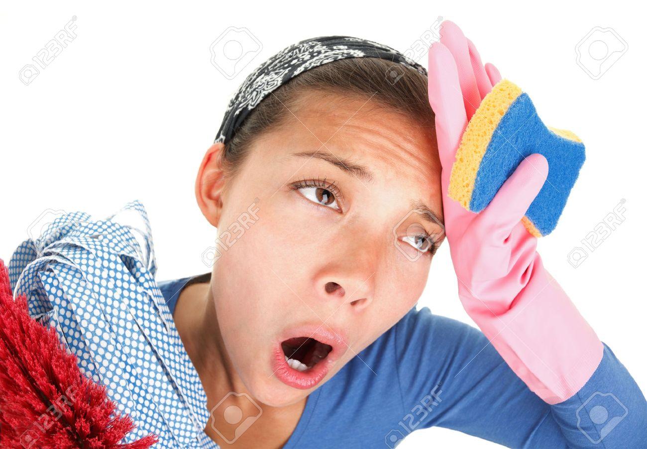 La imagen de tu día 6148236-Mujer-cansado-y-agotado-de-limpiar-la-casa-Imagen-divertida-con-efecto-de-ojo-de-pez-sutil-Fondo-bla-Foto-de-archivo