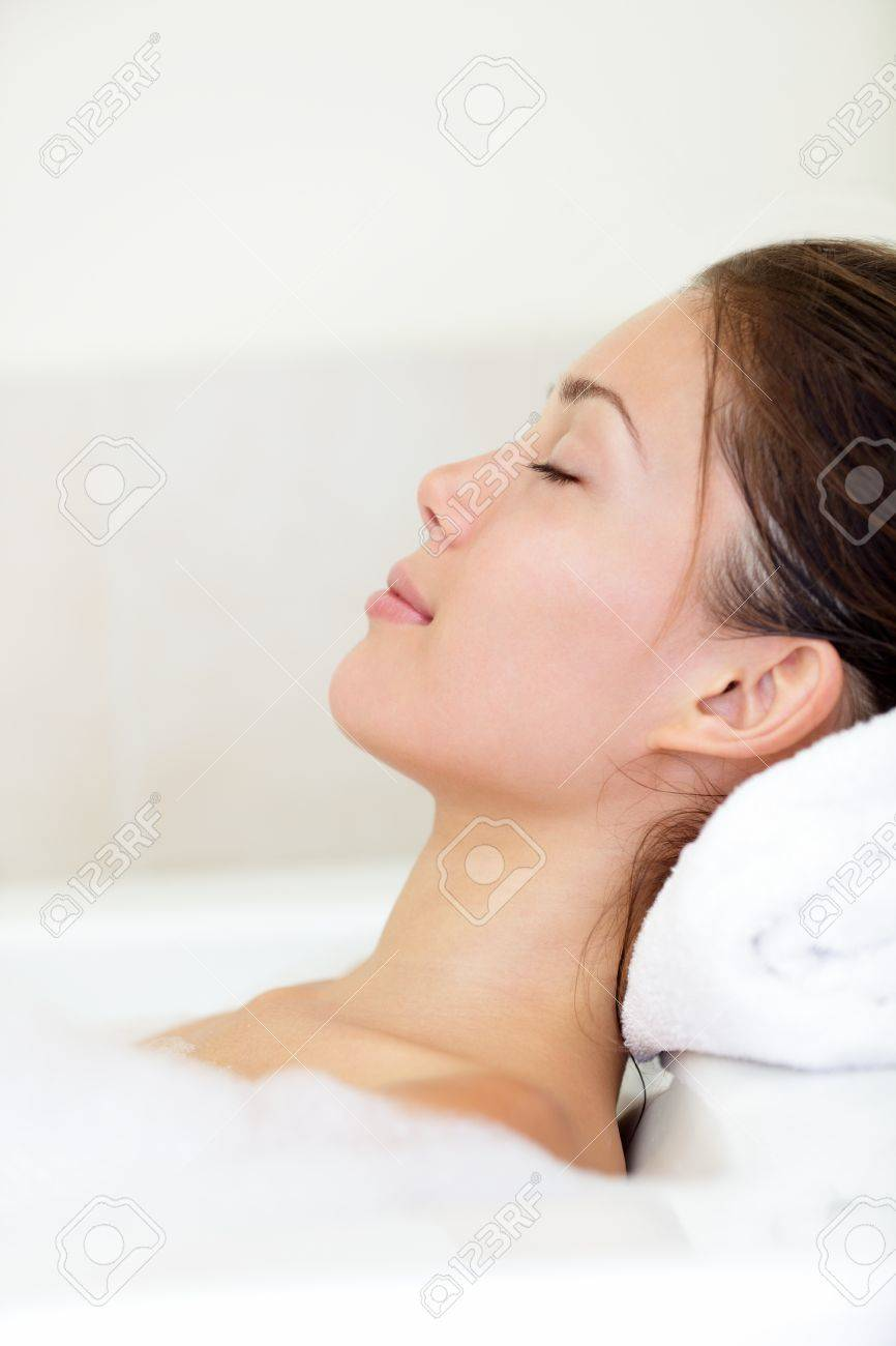 Spa woman relaxing in bath relaxed and serene with closed eyes Standard-Bild - 16663374