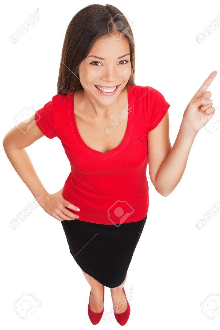Pointing zeigt Frau lächelnd fröhliche Lustige hohen Winkel Porträt einer schönen Frau glücklich mit ihrem Finger auf Kopie Raum Multikulturelle asiatischen kaukasischen business woman isoliert auf weiß Standard-Bild - 18871935