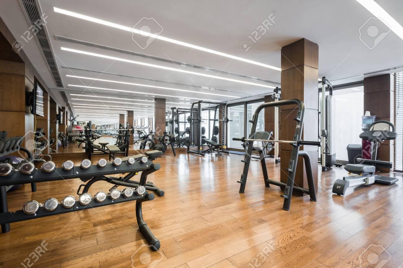 Interieur De La Salle De Sport Moderne Avec Interieur Du Centre Equipment Fitness