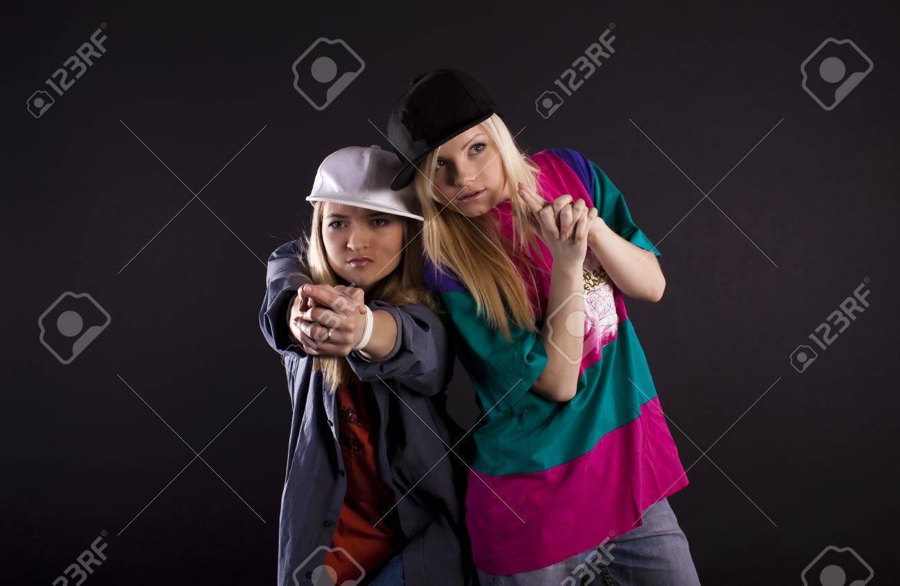 hip-hop-girls-hugging