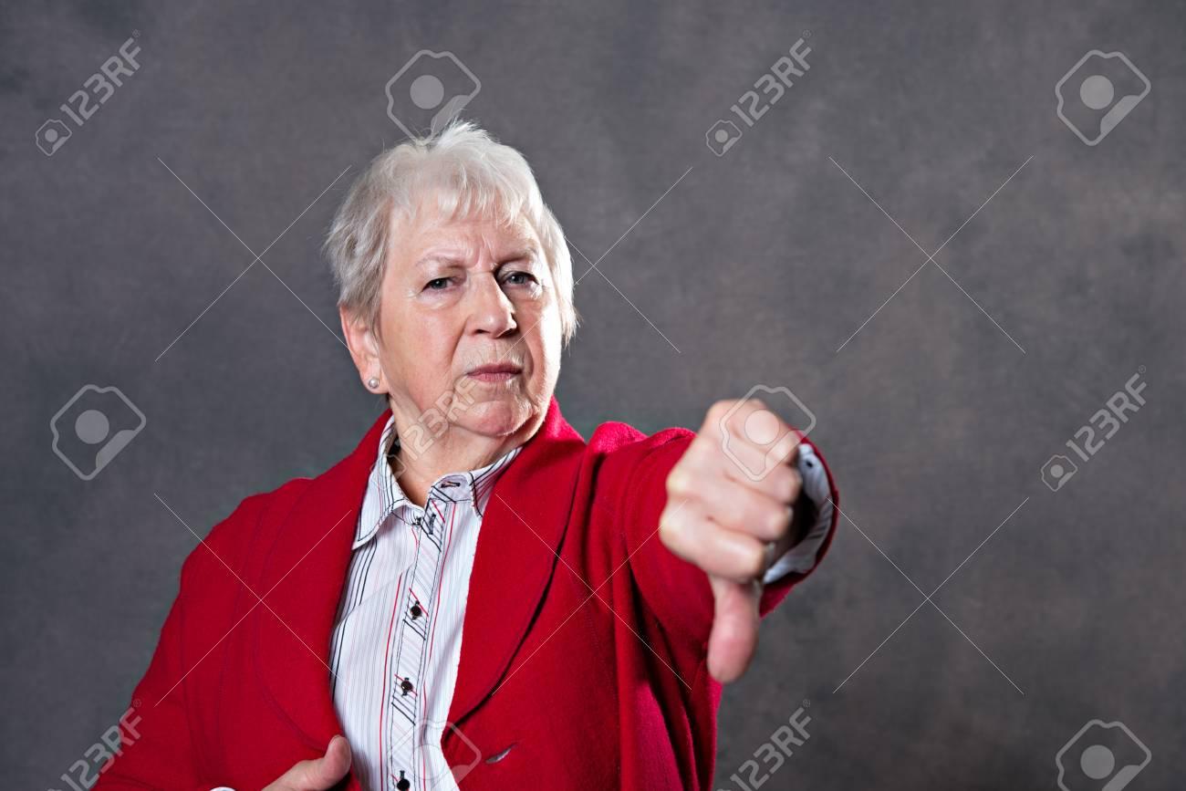 recherche vieille femme)