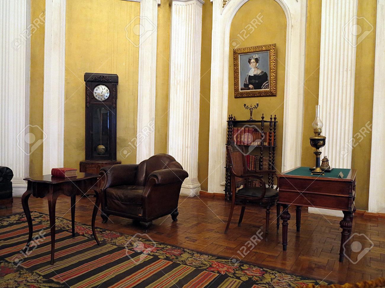 """Résultat de recherche d'images pour """"meubles 19ème siecle"""""""