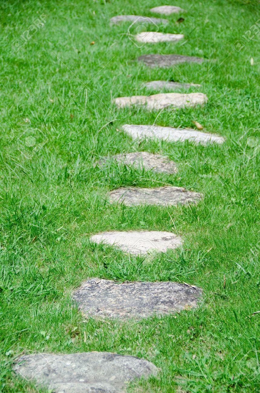 Trittsteine Garten stepping stones in a green meadow in a garden stock photo picture