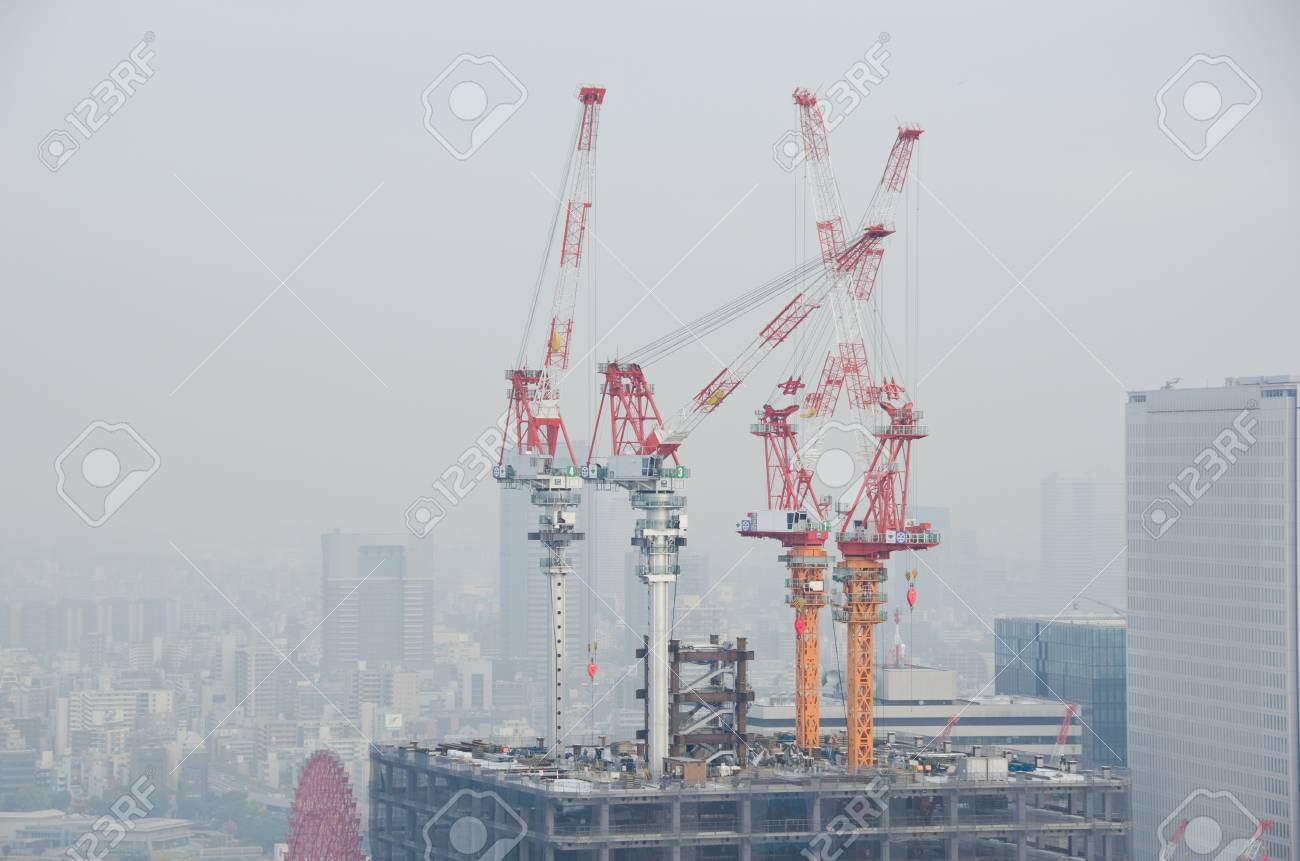 Skyline of Osaka City on a foggy day, smog Stock Photo - 13336873