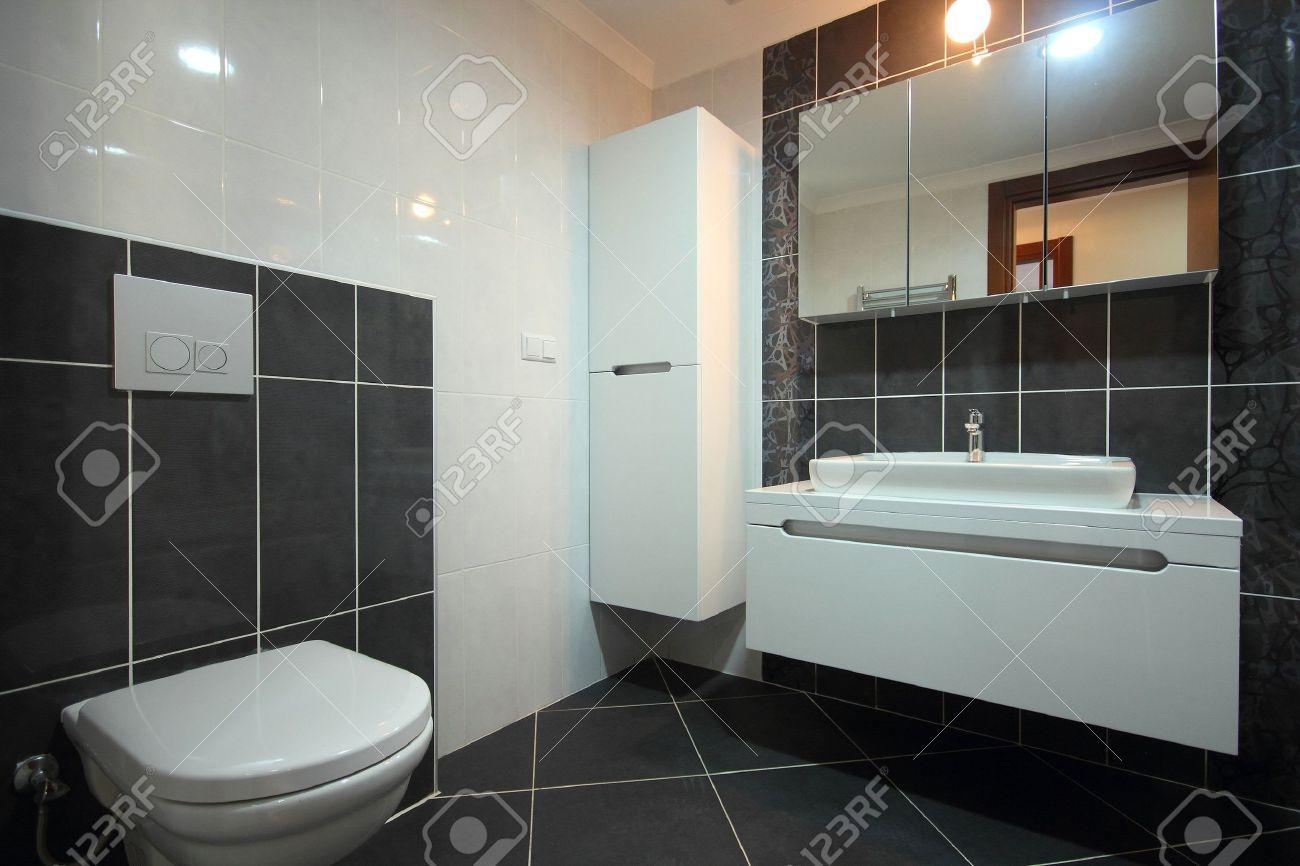 Moderne Badezimmer Schwarz Lizenzfreie Bilder   21064147
