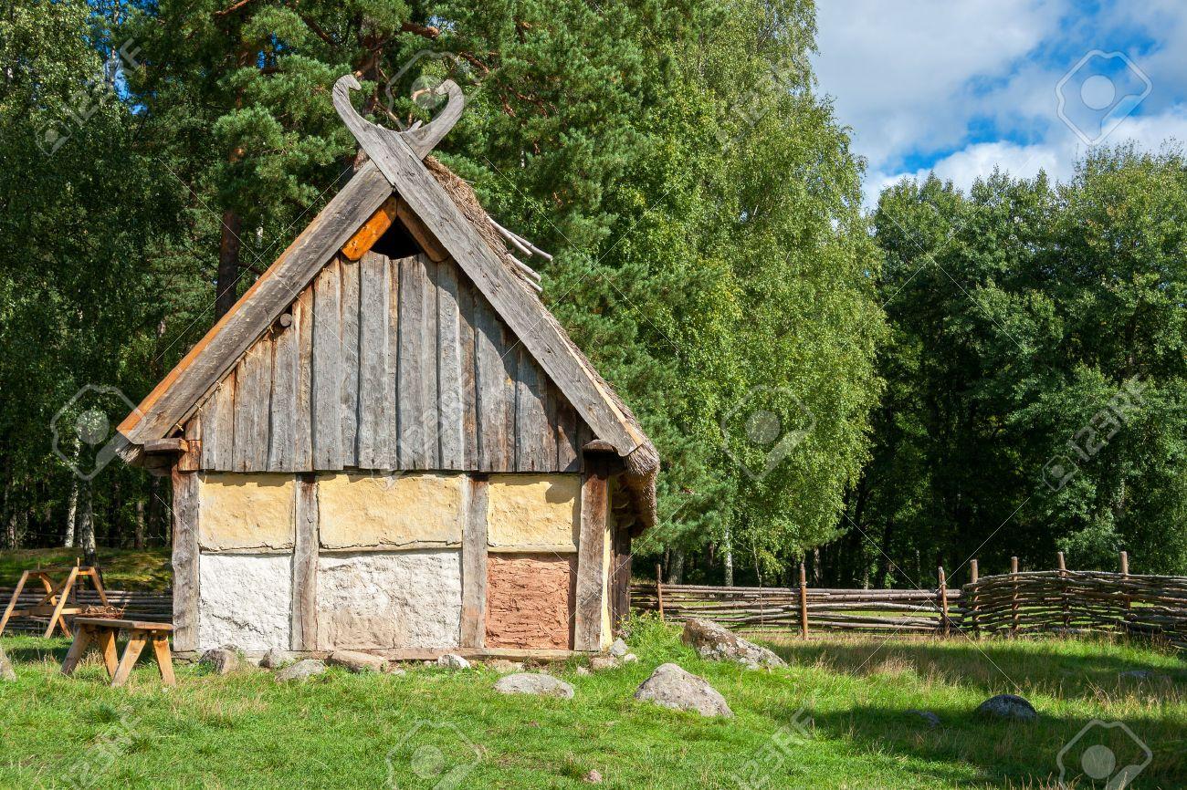 Holzhaus in wikinger dorf schweden skandinavien europa lizenzfreie bilder 35763326