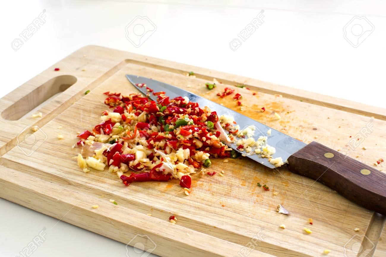 hot to cut garlic