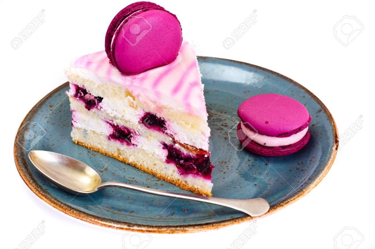 Susser Und Bunter Kuchen Mit Franzosischen Makronen Studio Foto